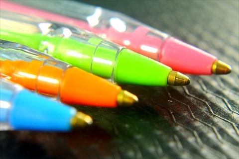 手帳と一緒にも。小さくてかわいい持ち歩くのにおすすめボールペン